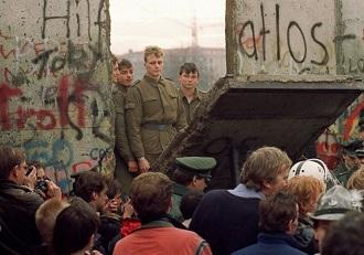 دیوار برلین ۳۳۰ ۲۳۱
