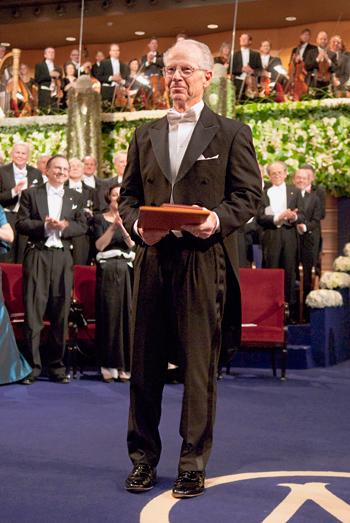 الیور ویلیامسون دریافت جایزه نوبل